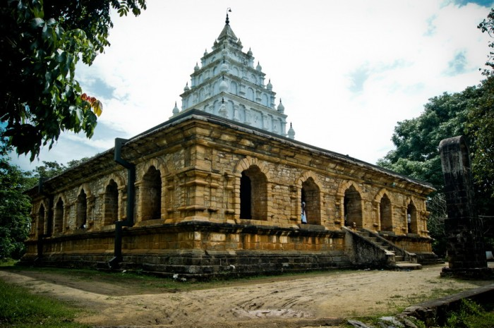 Kandy-Temple-Sri-Lanka-700x465
