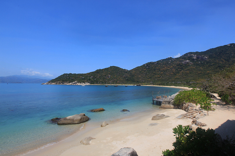 beach at six senses ninh van bay